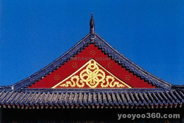 祈年殿及其配殿均覆以蓝色琉璃瓦,象征蓝天