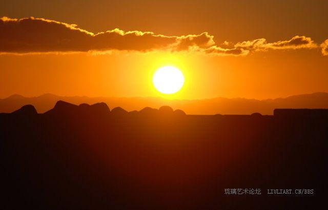 太阳升起图片展示_太阳升起相关图片下载 海面上刚刚升起的太阳高清